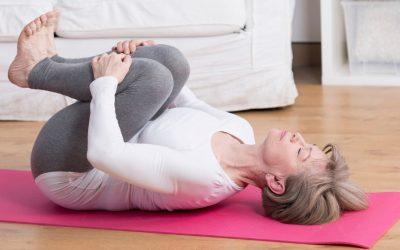 Yoga para mayores. Beneficios y Recomendaciones